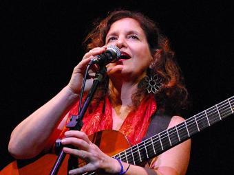 Rita Tavares fará show nas tardes de domingo de fevereiro - Foto: Jade Prado | Divulgação