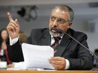 Senador Paulo Paim relatou o projeto, que mantém até 2021 a atual política de reajuste - Foto: Lia de Paula l Agência Senado