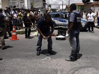 Davi Beldroega Souza, 17 anos, foi executado com mais de 30 tiros de pistola calibre 380 - Foto: Luiz Tito/Ag. A Tarde