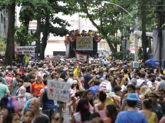 Jornalistas desfilaram pelas ruas de Laranjeiras e do Largo do Machado, na zona sul do Rio - Foto: Tânia Rego | Agência Brasil