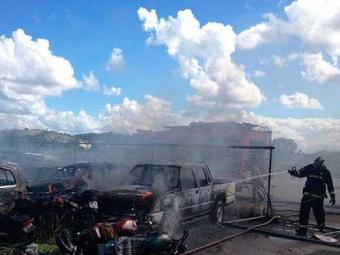 Moradores queimaram veículos e ônibus após morte de adolescente - Foto: Blog Pimenta | Reprodução