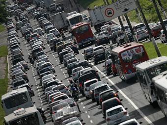 Trânsito complicado na Avenida Paralela - Foto: Raul Spinassé | Ag. A TARDE