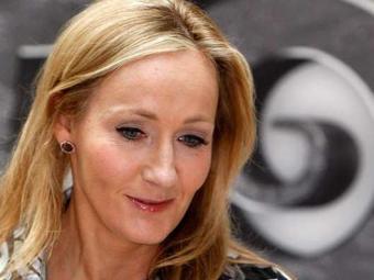 Primeiro livro de J.K. Rowling sob pseudônimo recebeu boas críticas - Foto: AP Photo