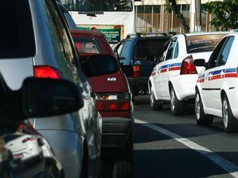 Fluxo de veículos na avenida ACM - Foto:   Ag. A TARDE