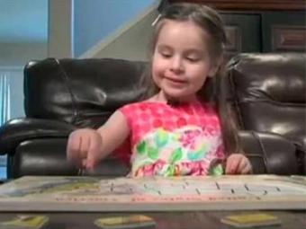 Menina aprendeu a ler sozinha aos 2 anos - Foto: Reprodução | Youtube