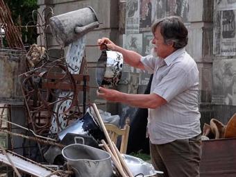 Ernest passa a trabalhar no ferro velho - Foto: TV Globo | Divulgação