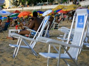 Cadeiras e sombreiros devem ser disponibilizados independentemente de consumo - Foto: Joá Souza | Ag. A TARDE