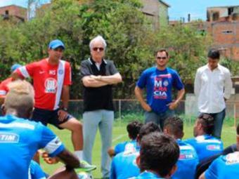 Antes do trabalho de campo houve uma conversa entre dirigentes e atletas - Foto: Site do E.C. Bahia | Divulgação