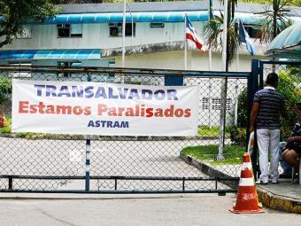 Trabalhadores reivindicam da Prefeitura melhor proposta de aumento para a Operação Carnaval - Foto: Gildo Lima / Ag. A TARDE