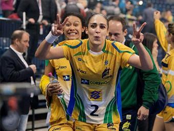 Campeãs mundiais da Seleção feminina vão em busca de mais uma medalha - Foto: Divulgação l CBhb