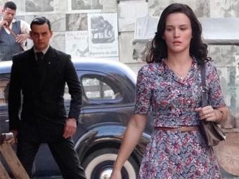 Manfred segue Amélia e leva para beco - Foto: TV Globo | Divulgação