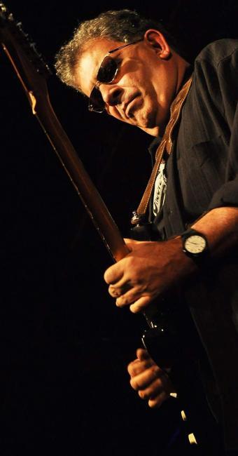 O guitarrista Álvaro Assmar convida Adriano Grineberg para show de blues em Salvador - Foto: André Machado | Divulgação