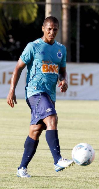 Uelliton tem contrato com Cruzeiro até 2016 e deve ser emprestado ao tricolor - Foto: Washington Alves | Vipcomm
