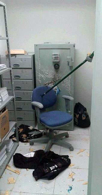 Homens utilizaram dinamites para tentar abrir o cofre - Foto: Cidadão Repórter