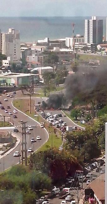 Fumaça pode ser vista em locais próximos do protesto - Foto: Luciana Stabile | Cidadão Repórter