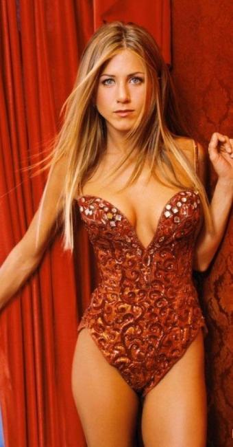 Com 45 anos, a atriz chama a atenção por seu corpo completamente em forma - Foto: Divulgação