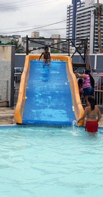 Crianças brincava no toboágua do clube - Foto: Divulgação