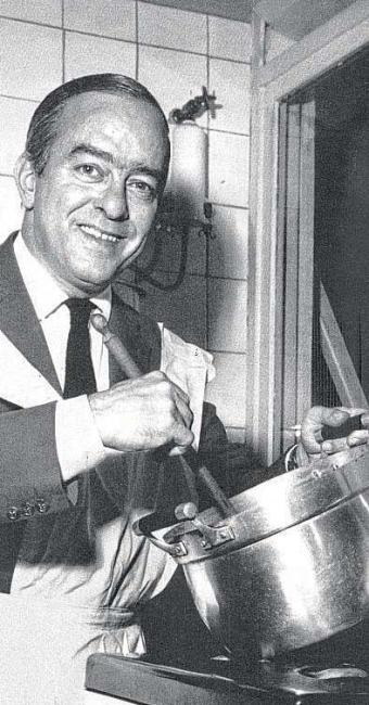Vinicius, que se autodefiniu bom cozinheiro, colocou poesia e bom humor nas receitas - Foto: Reprodução