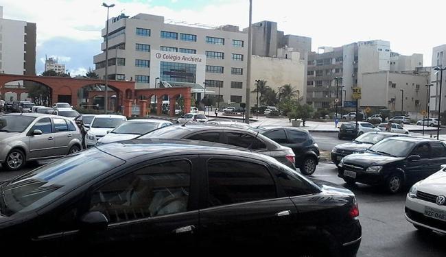 Motoristas enfrentam lentidão na volta às aulas dos colégios particulares - Foto: Edilson Lima   Ag. A TARDE