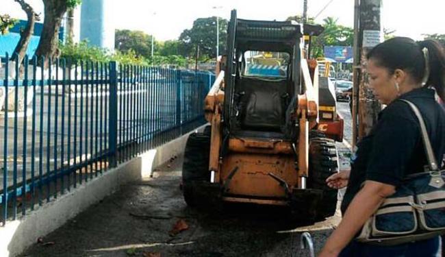 Máquinas são utilizadas no recapeamento asfáltico do Cabula - Foto: Sérgio Vitorino | Cidadão Repórter