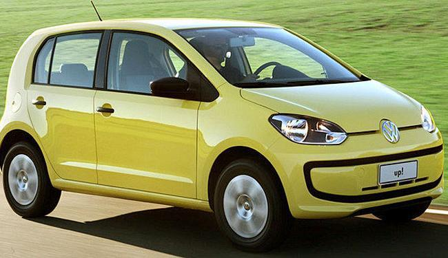 O hatch é um subcompacto com motor 1.0 de três cilindros e já vem com airbag duplo e sistema de frei - Foto: Divulgação | Volkswagen