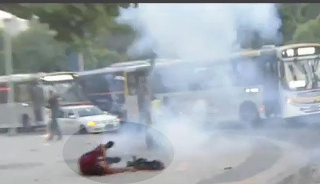 Cinegrafista foi ferido quando estava na Central do Brasil cobrindo o protesto - Foto: Reprodução   YouTube