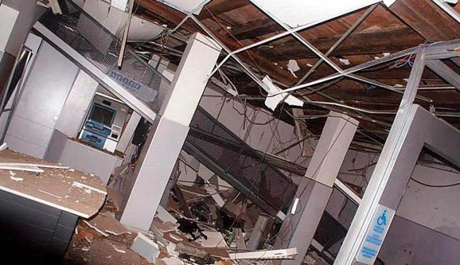 Área dos caixas eletrônicos da agência ficou destruída - Foto: Reprodução | Site Chapada Notícias