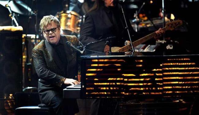 Elton John até que não foi muito exigente no que quer ter no camarim pessoal - Foto: Agência EFE