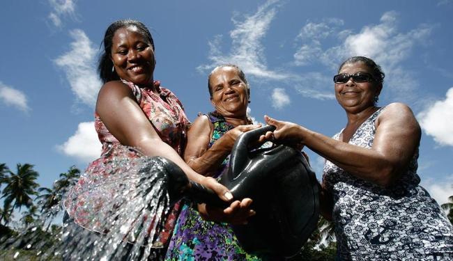 Rita, Maria e Bárbara vencem dificuldades como a falta d'água para viver da agricultura orgânica - Foto: Raul Spinassé   Ag. A TARDE