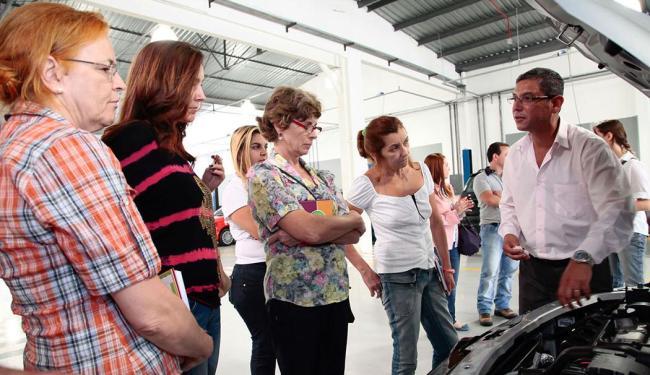 Participantes aprendem noções básicas de manutenção dos veículos - Foto: Divulgação