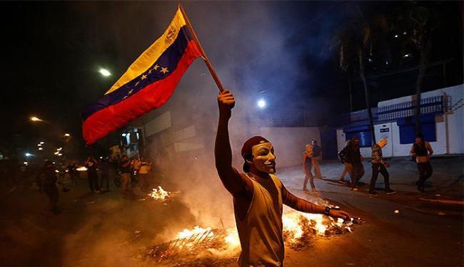 Os diplomatas são acusados de apoiar atos violentos em manifestações estudantis - Foto: Jorge Silva l Reuters
