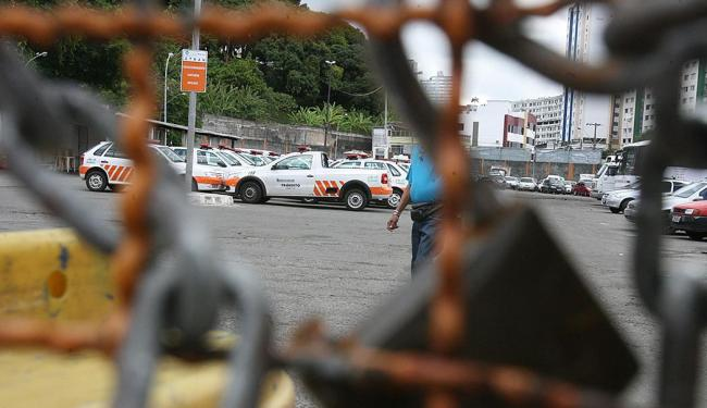 Servidores realizam assembleia para decidir possível greve - Foto: Arestides Baptista | Arquivo | Ag. A TARDE