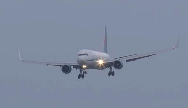 Jato balança no ar pouco antes de pousar no aeroporto - Foto: Reprodução