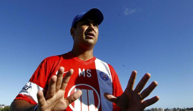 O jovem técnico Marquinhos Santos é um estudioso do futebol - Foto: Eduardo Martins | Ag. A TARDE