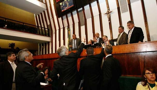 Os ânimos ficaram exaltados durante a assembleia - Foto: Margarida Neide | Ag. A TARDE