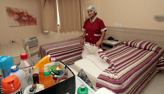Entre os cursos oferecidos está o de camareira em meios de hospedagem - Foto: Mila Cordeiro | Ag. A TARDE