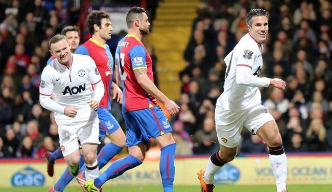 Van Persie (à direita) e Rooney (à esquerda) comemoram o primeiro gol do Manchester - Foto: Paul Hackett | REUTERS