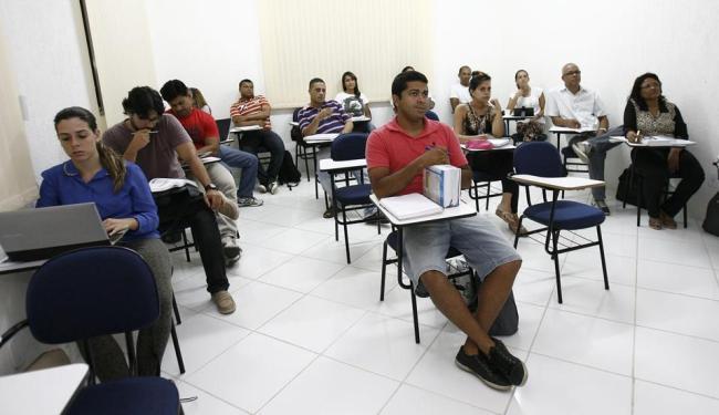 Preparação para os concursos mobiliza quem quer os cargos - Foto: Margarida Neide   Ag. A TARDE