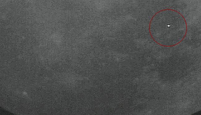 Meteorito na Lua (no círculo) produziu maior brilho de luz até hoje visto da Terra - Foto: Nasa   Divulgação
