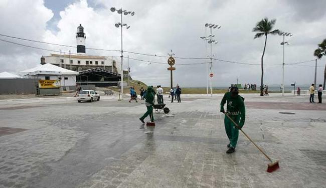 Palco já está montado no Farol da Barra - Foto: Raul Spinassé | Ag. A TARDE