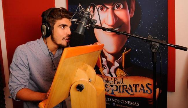Caio Castro durante a dublagem de Capitão Gancho - Foto: Sal Ricardo | Divulgação