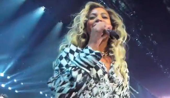 Cantora perguntou nome da fã e parou o show para fazer a homenagem - Foto: Reprodução | Youtube