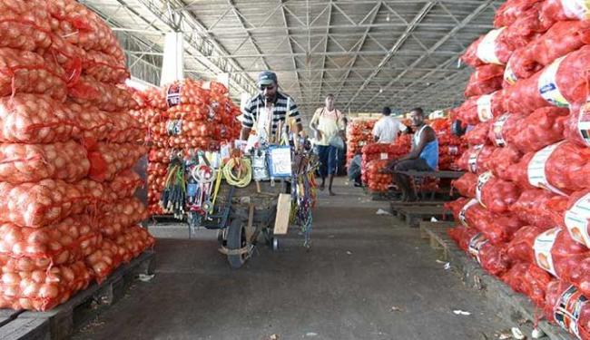 Central de abastecimento na rodovia CIA-Aeroporto é alvo de grande alta do IPTU - Foto: Edmar Melo | Ag. A TARDE - 30.07.2003