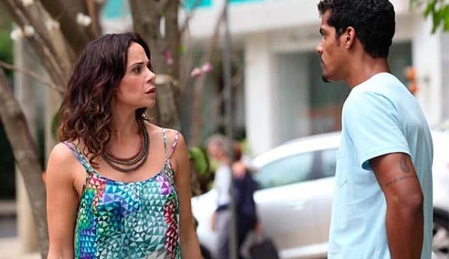Jairo cobra de Juliana o dinheiro para entregar a guarda de Bia - Foto: TV Globo   Divulgação