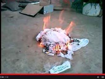 Pm queima abadá recebido para o Carnaval 2014 - Foto: Reprodução | Youtube