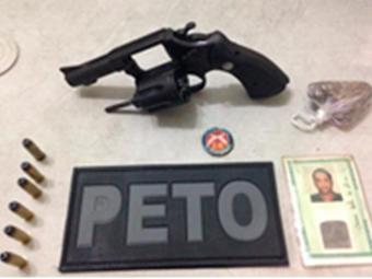Revólver apreendido estava carregado com seis munições intactas - Foto: Polícia Militar   Divulgação