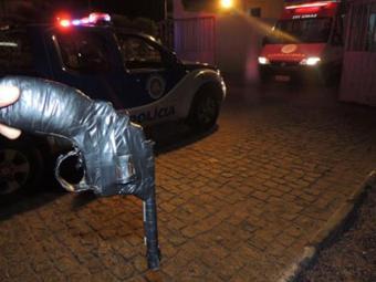 Arma de brinquedo, que o adolescente utilizou para praticar o assalto - Foto: Divulgação/ Site Brumado