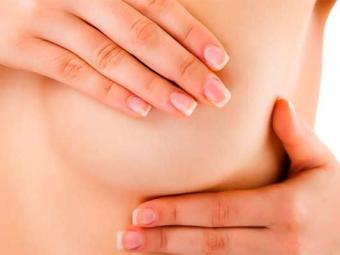 Autoexame ainda é uma das formas mais eficazes de ver alteração na mama - Foto: Divulgação