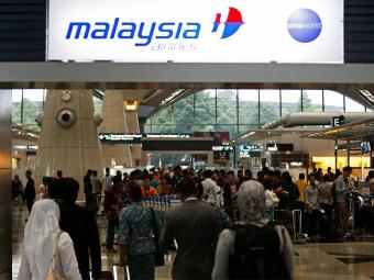 Embarque da Malaysia Airlines no aeroporto internacional de Kuala Lampur - Foto: Agência Reuters