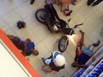 Assaltantes foram baleados pela polícia - Foto: Cidadão Repórter
